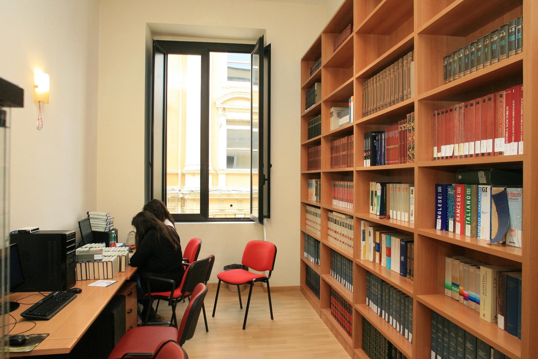 Sala studio con accesso a internet