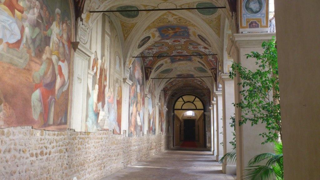 Portico d'ingresso alla biblioteca