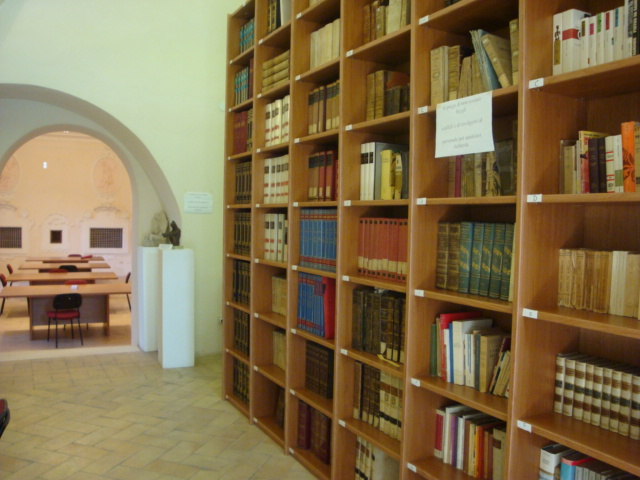 Sala lettura e scaffalature