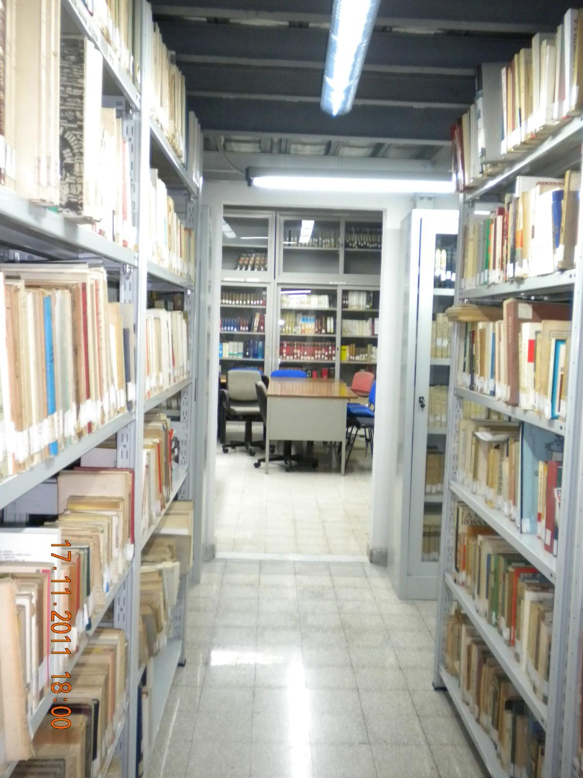 Sala lettura e scaffalatura