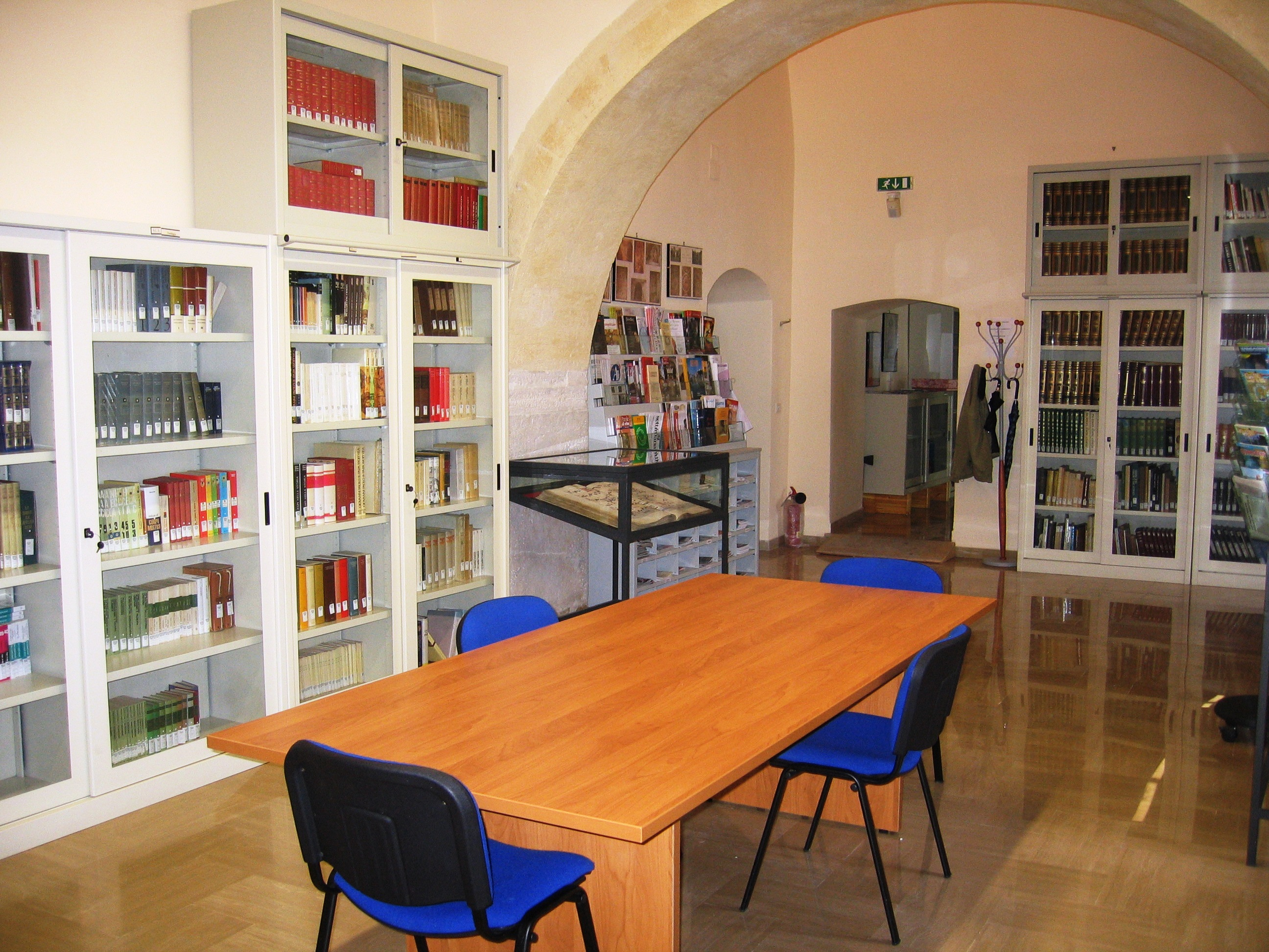 Sala lettura e espositore